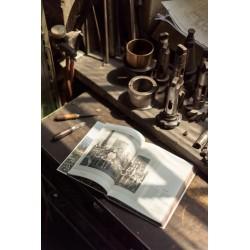 książka +- 160 let years TON